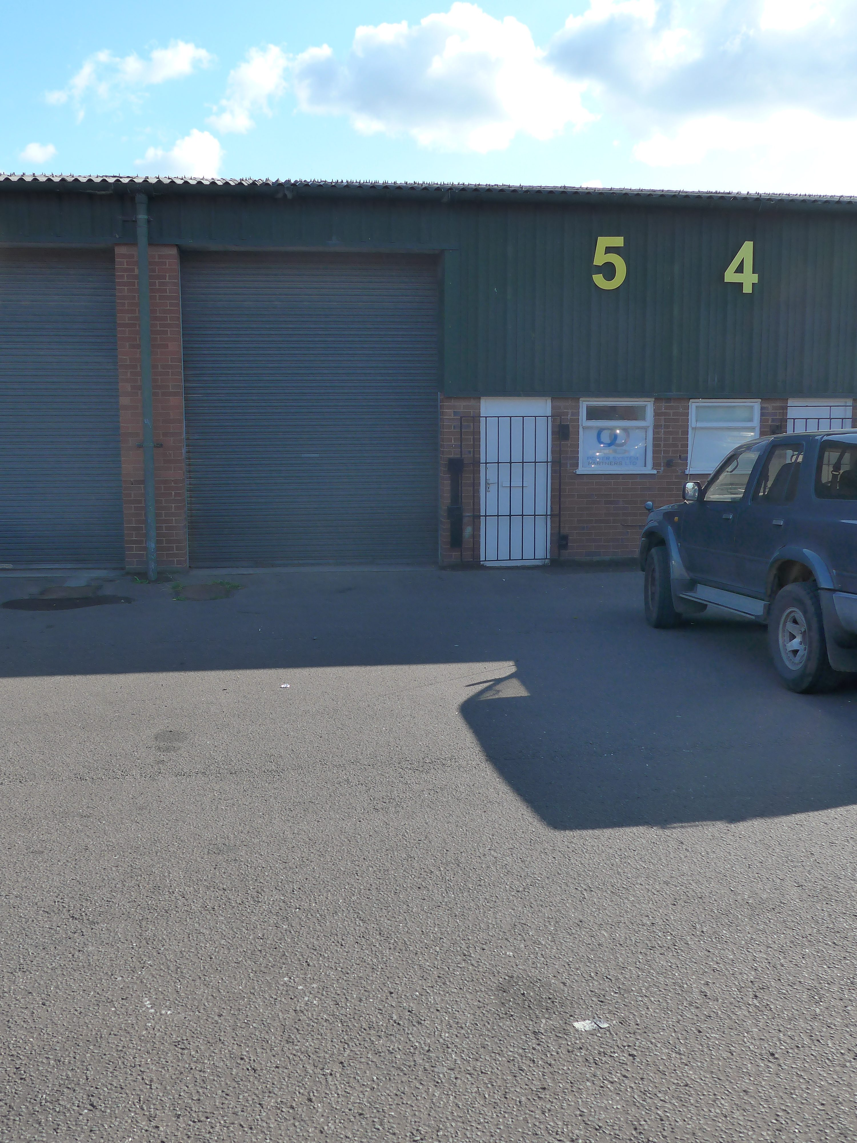 TO LET INDUSTRIAL WAREHOUSE